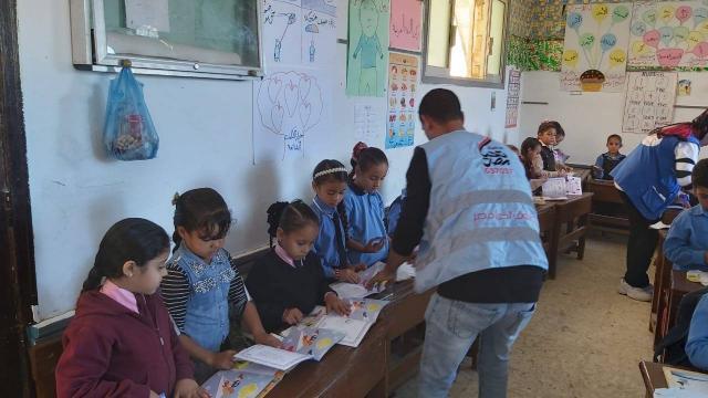 """قوافل المبادرة الرئاسية """"نور حياة"""" تبدأ الكشف على تلاميذ مدارس مدينة العلمين"""