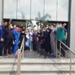 الطاقم الطبي للحجر الصحي بالإسماعيلية يحتفل بخروج 9 متعافين جدد من كورونا
