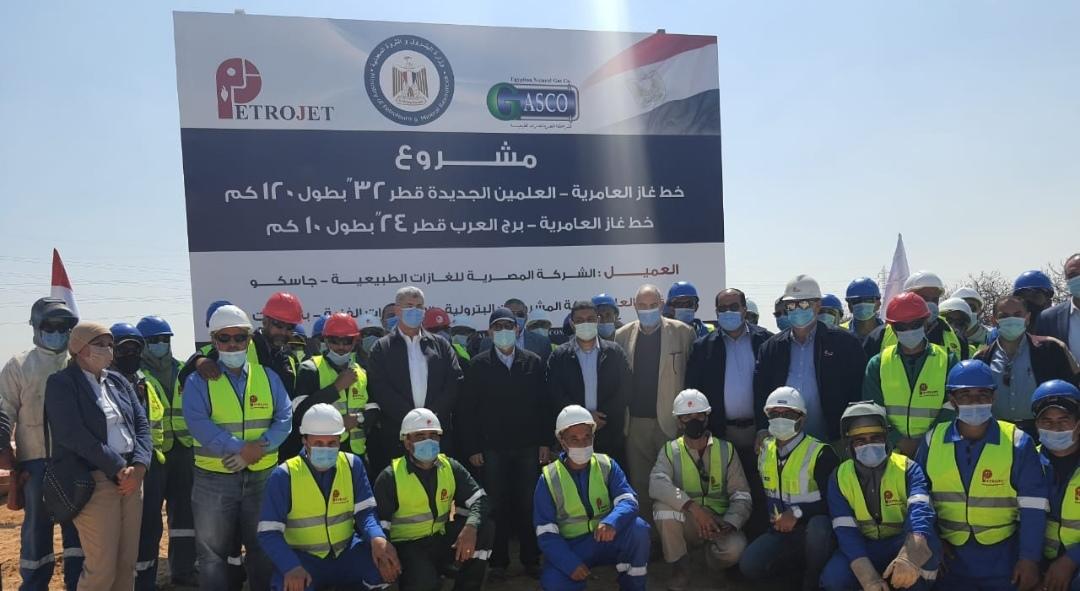 طارق الملا :بتفقد أعمال تنفيذ مشروع خط غاز مدينة العلمين