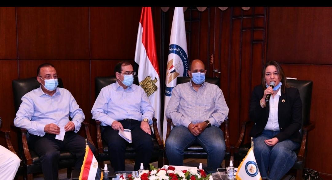 """""""وزير البترول ونواب البرلمان"""" يتفقدون  توسعات مصفاة تكرير ميدور بالأسكندرية بتكلفة 4ر2 مليار دولار."""