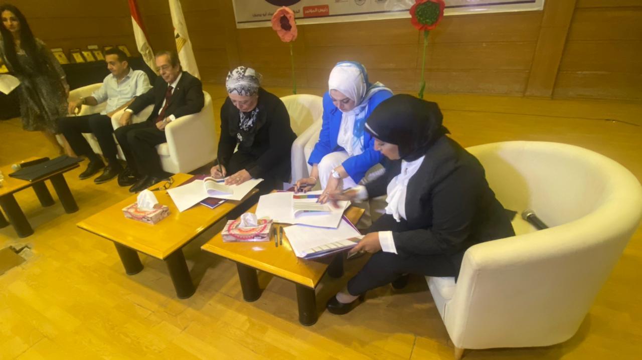 """توقيع برتكول تعاون  بين """"إتحاد قيادات المرأة العربية و شركة AMBIENCE للتطوير والتنمية ومؤسسة مجاهد للتنميه والاعمال الخيرية علي هامش مؤتمر """"أنت حياة"""